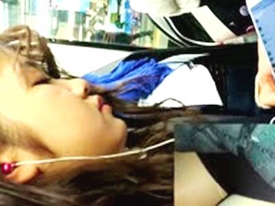 制服女子高生に満員電車内でチカン行為…スカートめくってパンティの上からも触っちゃうアカンやつ…【素人・一個人レコーディング】
